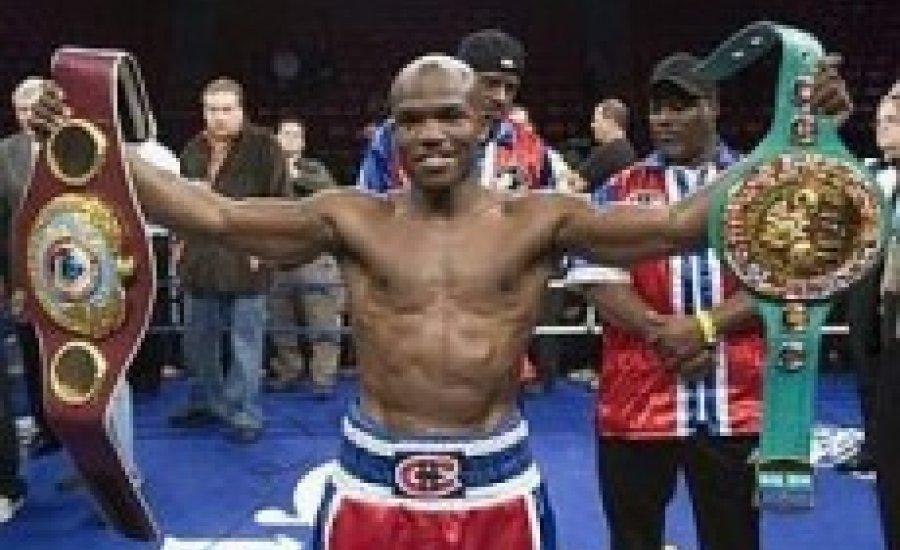 Bradley egyesítette a WBC és a WBO öveket