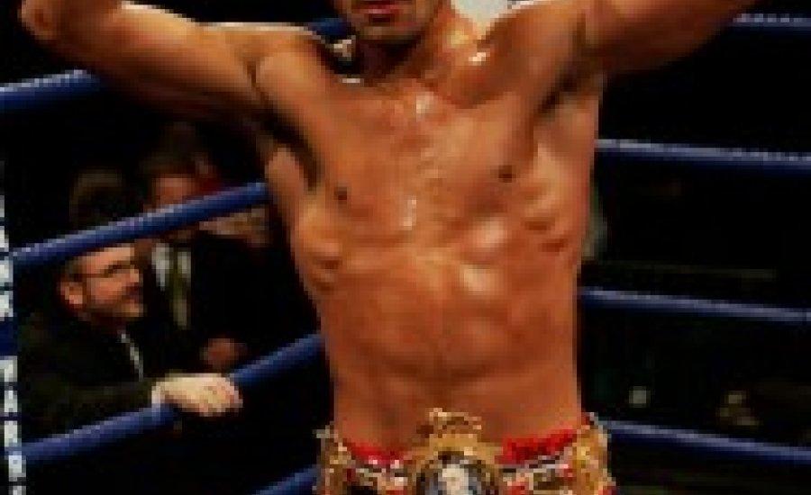 Warren ajánlatot tett volt bokszolójának, Amir Khannak