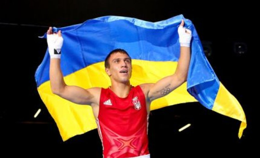 Lomacsenko a 2. profi meccsén vb-övért bokszol?