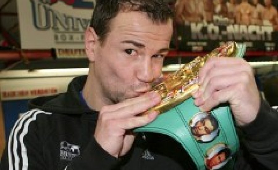 """WBC: Zbik a bajnok, Martinez """"felfelé"""" bukott"""