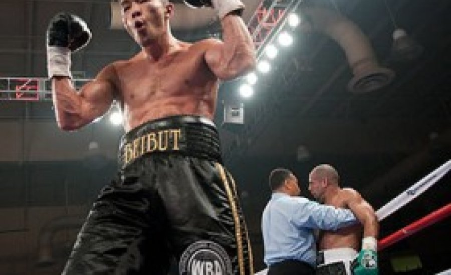 Sumenov TKO-val védte meg vb-címét