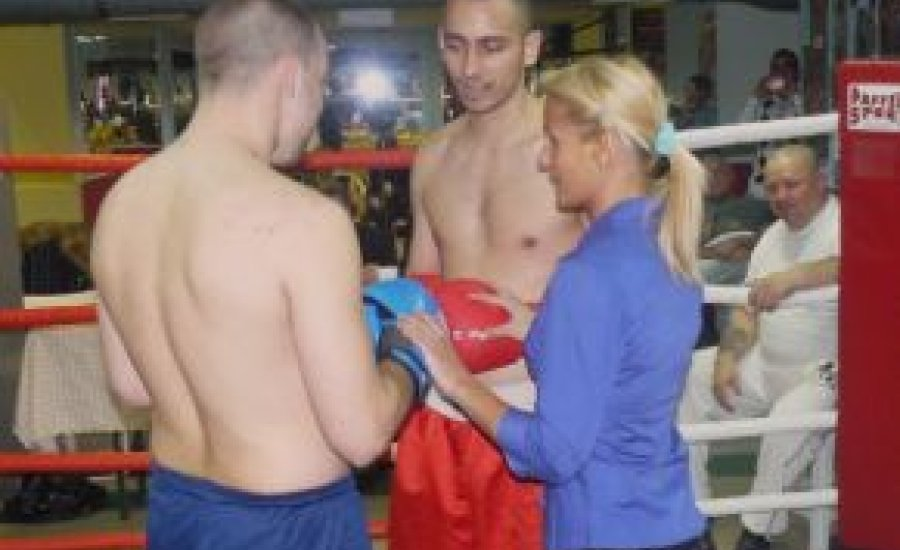 Belinszky Krisztina profi ringbíró lett