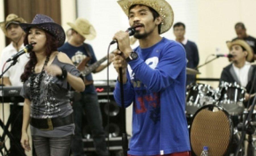 Manny Pacquiao tovább énekel