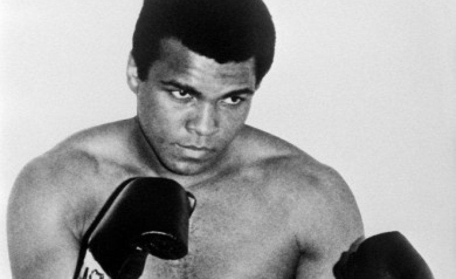 Elhunyt Muhammad Ali