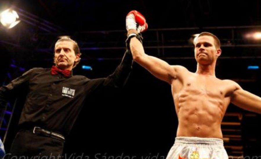 Profi Európa-bajnok is kesztyűt húz a TEK-gálán