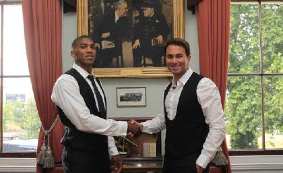 Anthony Joshua további három évig a Matchroom-ban