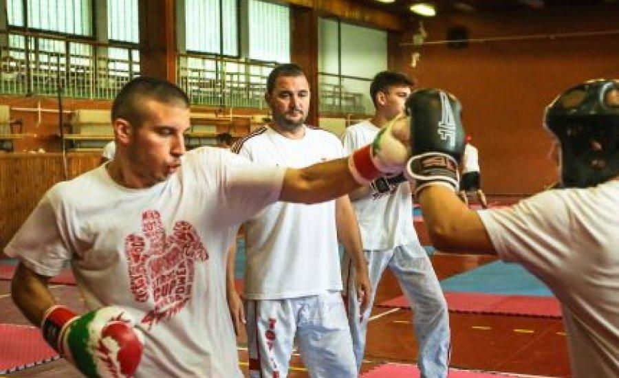Felkészültek a light-kick-light kick-boksz versenyzők