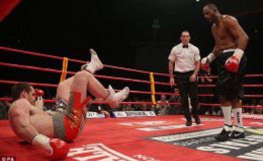 Price belefutott a késbe, Thompson kiütötte