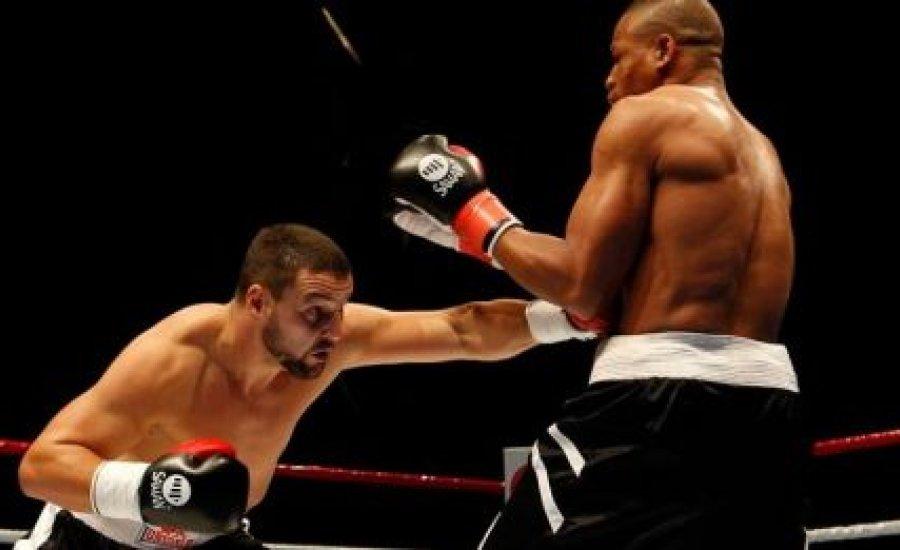 Darmos-Ubah: marad a TKO eredmény