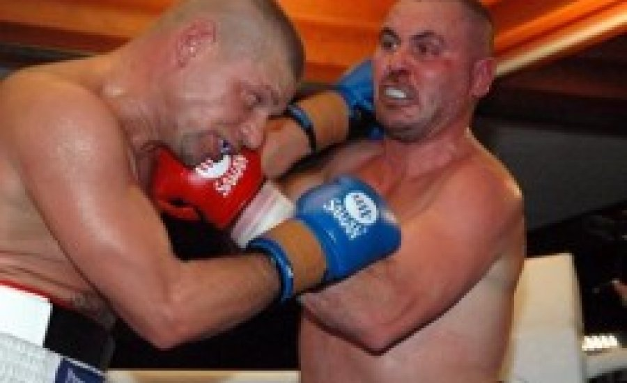 """""""Hóhér"""" ismét nemzetközi övért bokszol"""