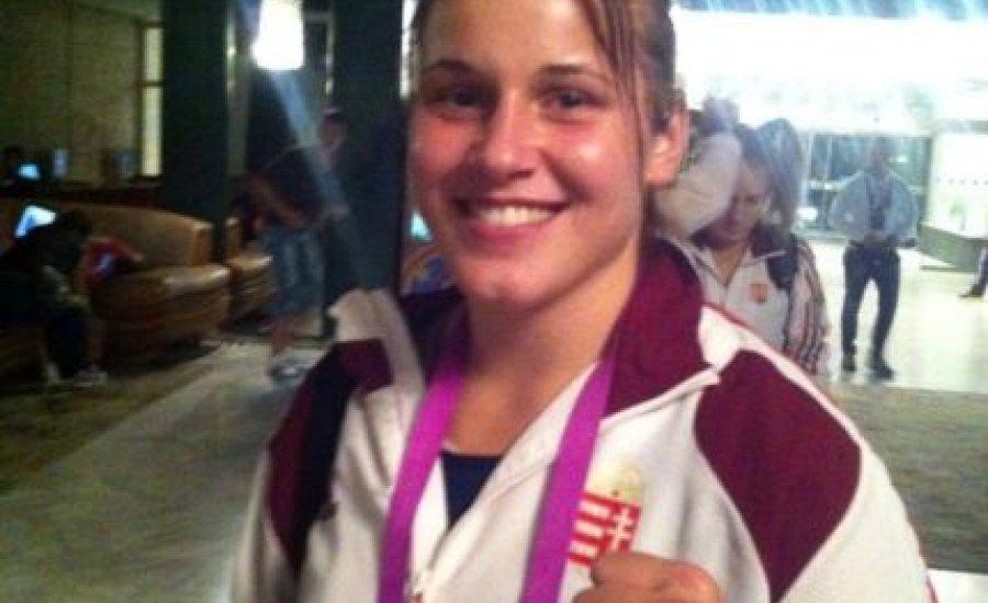 Szatmári Petra aranyért bokszol a világbajnokságon