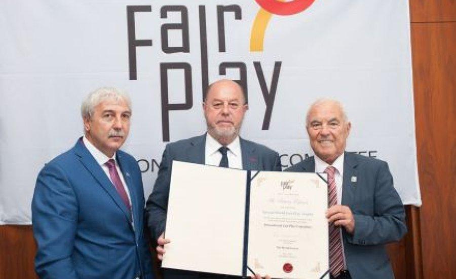Karatés sportvezetőnek adott Fair Play-díjat Kamuti Jenő