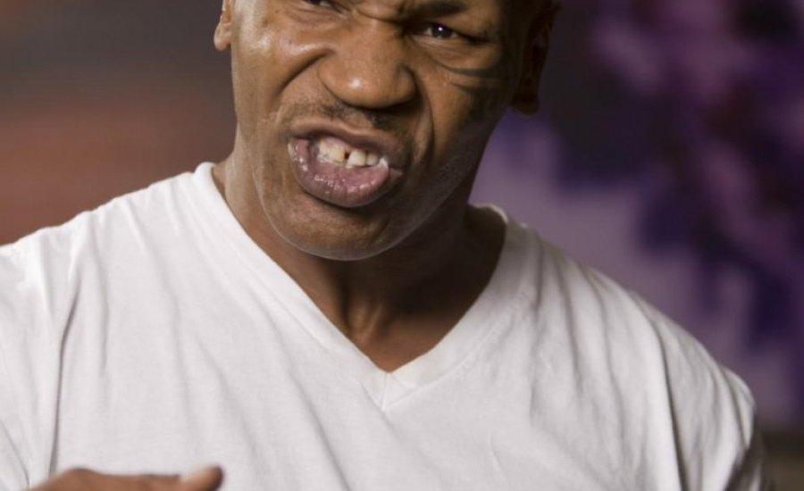 Elhalasztották Mike Tyson visszatérő küzdelmét