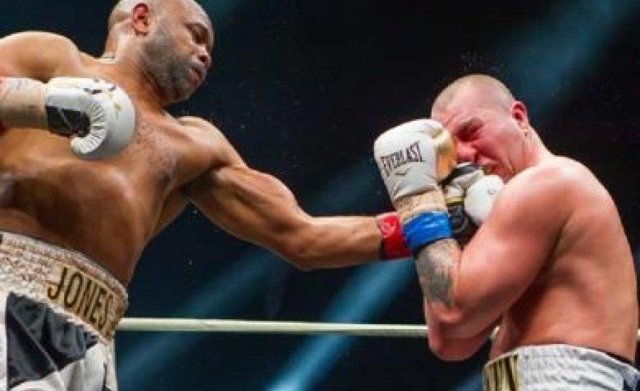 Győzött és visszavonult Roy Jones Jr