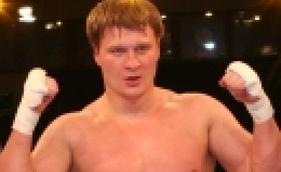 Povetkin törött kézzel is simán nyert